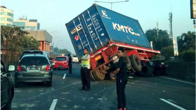 Ilustrasi kecelakaan truk.