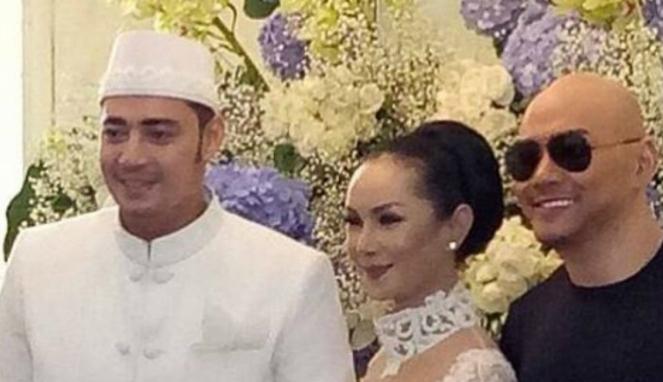 Deddy Corbuzier menghadiri pernikahan mantan istri, Kalina Oktarani.