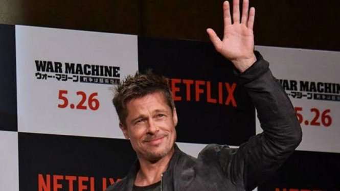 Brad Pitt Takluk Di Pelukan Musuh Angelina Jolie?