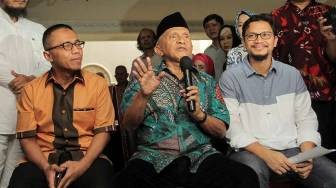 Politikus senior PAN Amien Rais (tengah) bersama Drajad Wibowo (kiri)