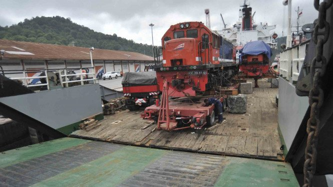 Sorot Jalur Kereta Api Indonesia