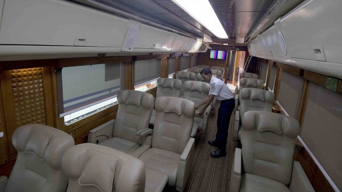 Kereta Api Wisata Imperial.