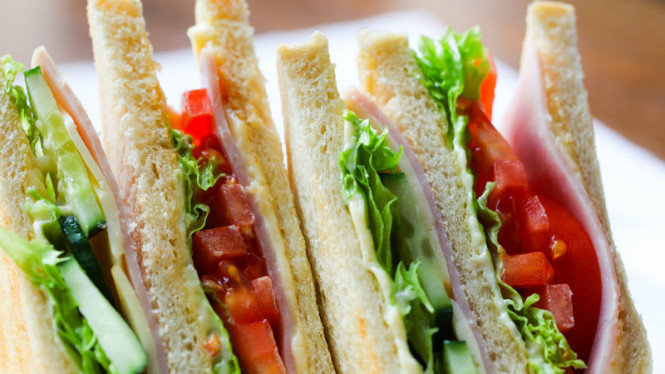 Sandwich/roti isi.
