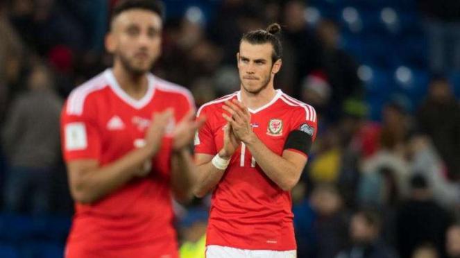 Bintang tim nasional Wales, Gareth Bale (kanan)