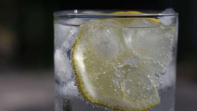 Air es atau minuman dingin.