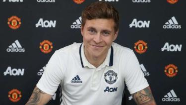 Bek tengah Manchester United, Victor Lindelof