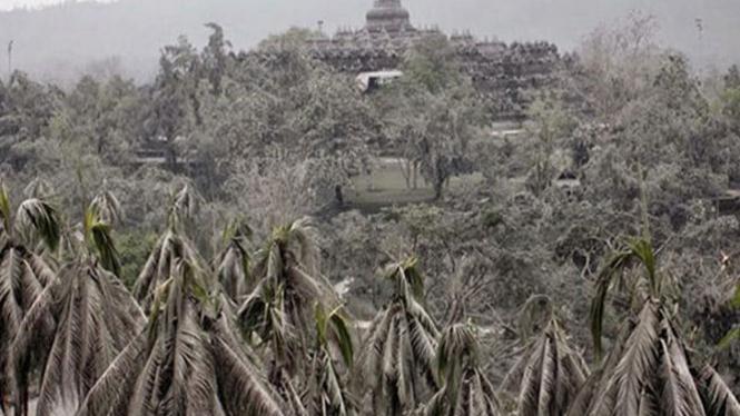 Candi Borobudur ternyata pernah 'menghilang' di tahun 1006.