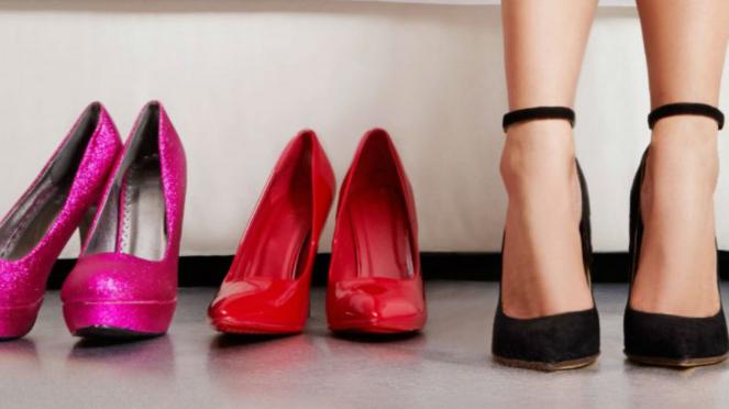 Sepatu hak tinggi atau heels.