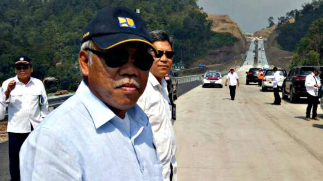 Menteri Pekerjaan Umum dan Perumahan Rakyat, Basuki Hadimuljono di Tol Bawen-Salatiga.