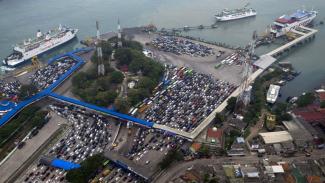 Ilustrasi-Suasana di Pelabuhan Merak