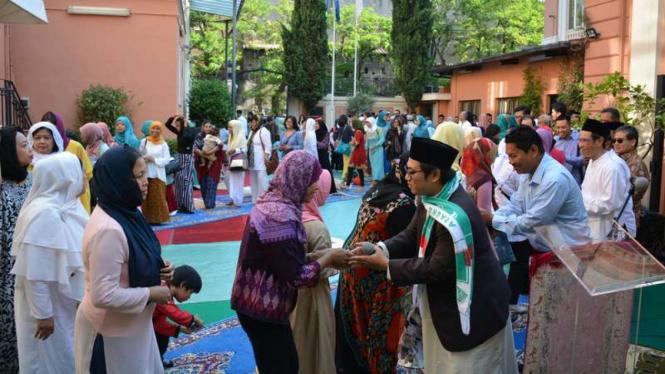Ilustrasi salaman di Hari Raya Idul Fitri