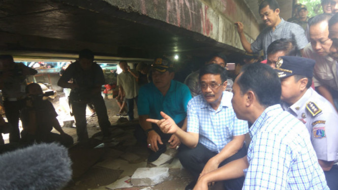 Gubernur DKI Jakarta, Djarot Saiful Hidayat di kolong Tol Kalijodo
