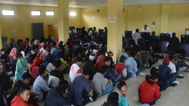 Antrean pencari kerja di Dinas Ketenagakerjaan Kabupaten Tangerang