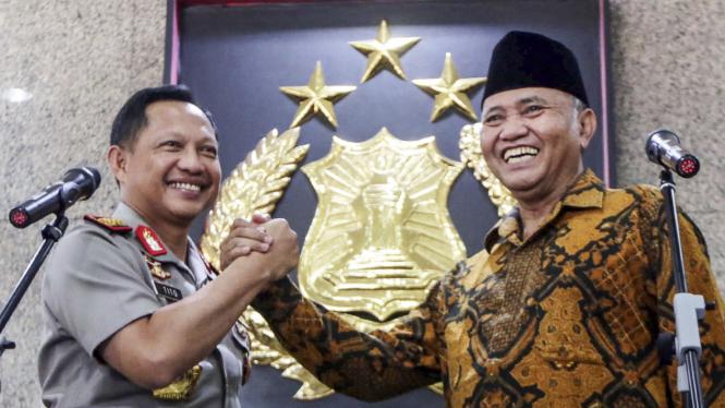 Kapolri Jenderal Tito Karnavian saat foto bersama Ketua KPK Agus Rahardjo beberapa waktu silam.