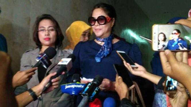 JOW, inisial istri jenderal penampar petugas bandara usai diperiksa polisi.