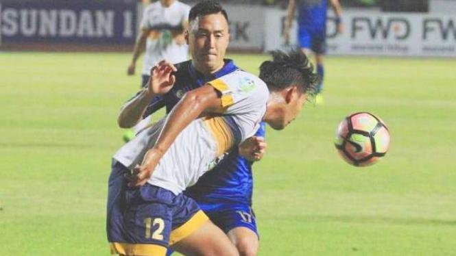 Ilustrasi pertandingan Persela Lamongan melawan Persib Bandung.