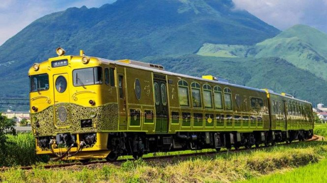 Kereta wisata Jepang