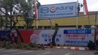 Lahan sengketa yang dibangun Transmart di Dukuh Kupang Barat Surabaya, Jawa Timur.