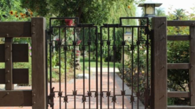 Ilustrasi pagar/gerbang rumah