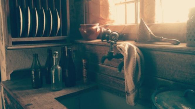 Ilustrasi dapur cuci piring.