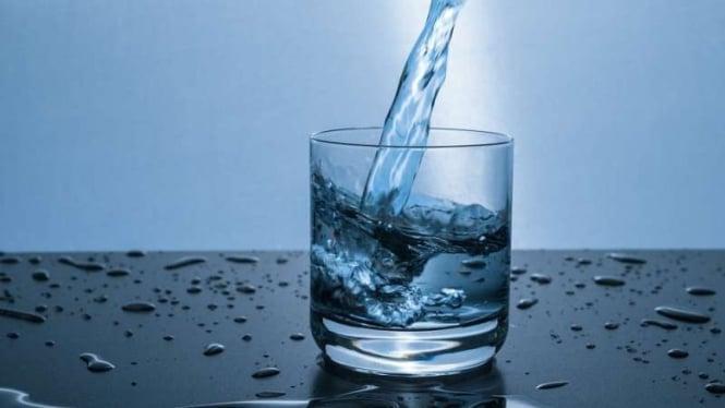 Ilustrasi air minum.