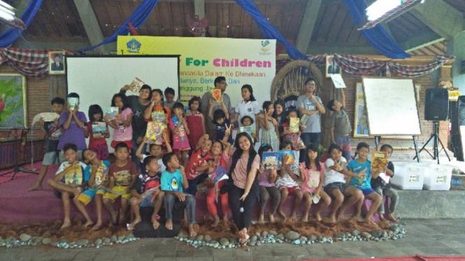 Komunitas Rotaract Bali Taman hibur anak-anak di rumah singgah.