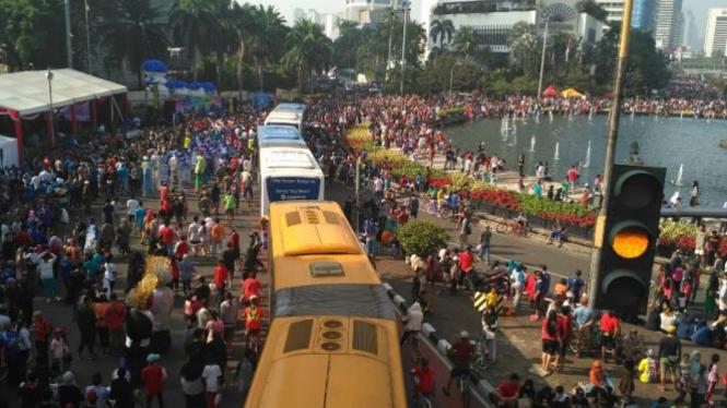 Suasana car free day di Bundaran HI Jakarta.