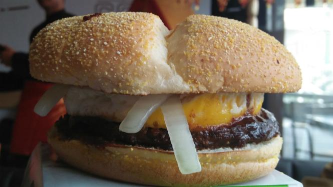 McDonald's luncurkan Burger Rendang.