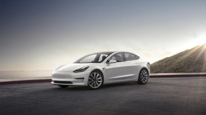 Mobil Listrik, Tesla Model 3