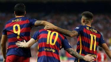 Neymar (kanan) saat masih bersegaram Barcelona