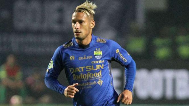 Raphael Maitimo saat berseragam Persib Bandung