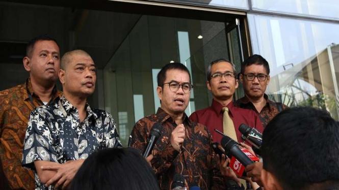 Mantan Kepala Badan Pembinaan Ideologi Pancasila (BPIP) Yudi Latif di KPK.