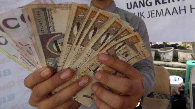 Musim Haji, penukaran uang Real ramai.
