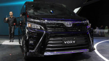 https://thumb.viva.co.id/media/frontend/thumbs3/2017/08/10/598c3af760b24-baby-alphard-new-toyota-voxy_213_120.jpg