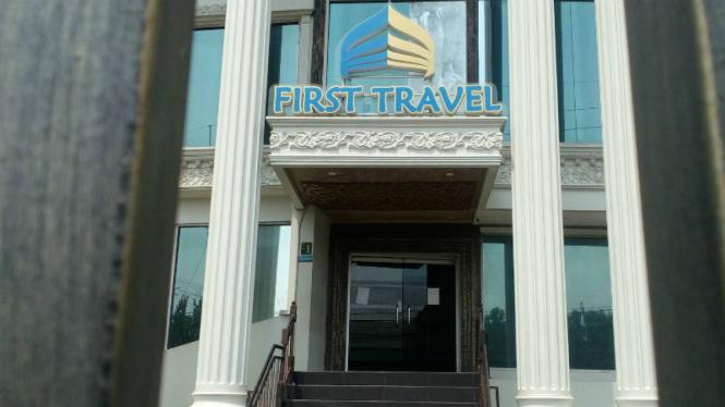 Kantor First Travel di Jalan Radar Auri Depok, Jawa Barat.