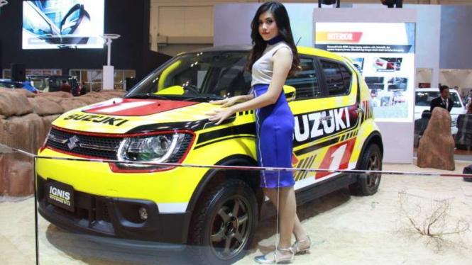 Christina Wiliani, SPG cantik di booth Suzuki.