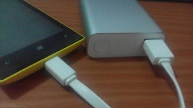 isi ulang baterai ponsel
