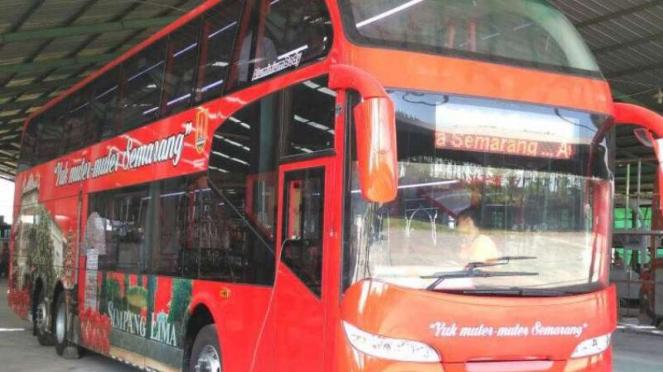 Bus tingkat khusus wisatawan di Kota Semarang, Jawa Tengah