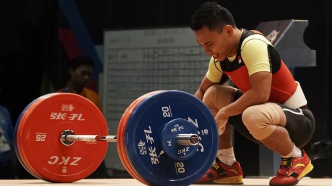 Atlet angkat besi Indonesia, Eko Yuli Irawan, di SEA Games 2017.