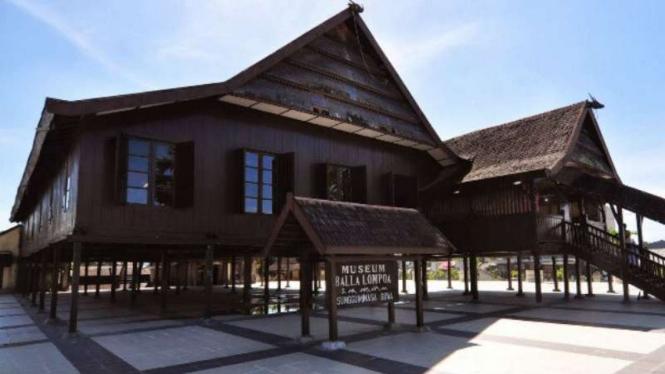 Rumah Adat Balla Lompoa, Kelurahan Sungguminasa, Kacamata Somba Opu, Gowa, Sulawesi Selatan.