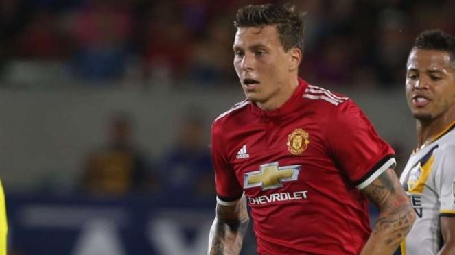 Pemain belakang Manchester United, Victor Lindeloef