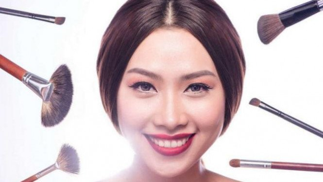 Ilustrasi makeup tebal.