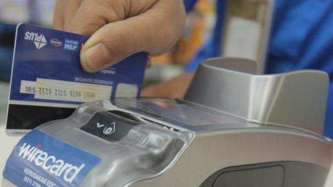 Jangan mau kartu kreditnya digesek selain di mesin gesek resmi (EDC).