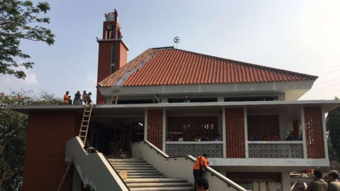 Masjid Al-Mubarokah di kawasan Kalijodo, Jakarta Barat.