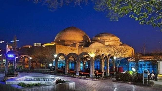 The Blue Mosque atau yang dikenal sebagai Masjid e-Kabud di Iran.