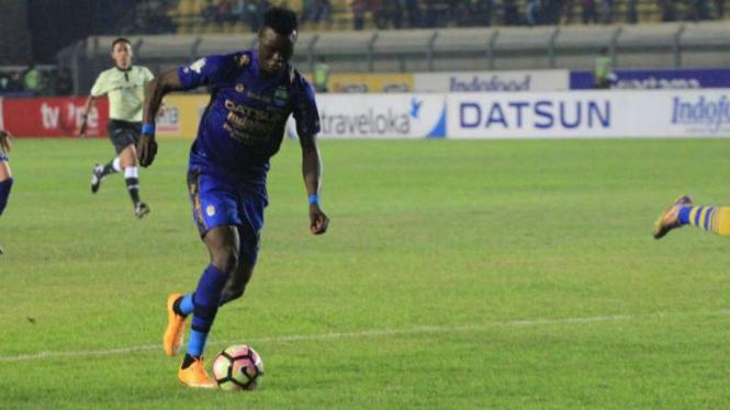 Striker Persib Bandung, Ezechiel N'Douassel