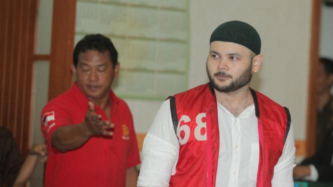 Ridho Rhoma mengikuti sidang lanjutan dengan agenda mendengarkan tanggapan Jaksa Penuntut Umum terhadap pledoi terdakwa di Pengadilan Negeri Jakarta Barat, Jakarta, Selasa (12/9).