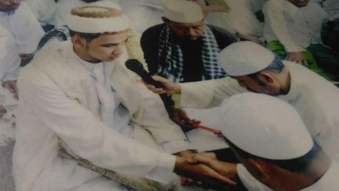 Tradisi pernikahan suku Al Munawar di Kampung Al Munawar di Palembang, Sumatera Selatan.