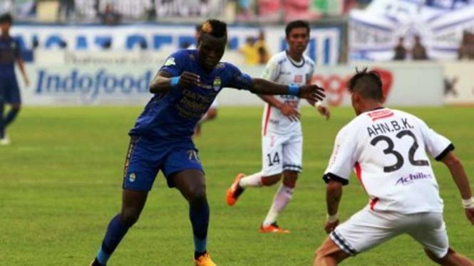 Legiun Asing Persib, Ezechiel N'Douassel dibayangi pemain Bali United