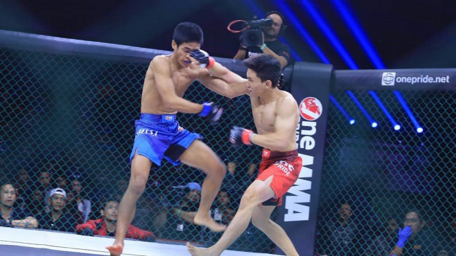 Duel Daniel Chandra versus Achmad Muhaimin di One Pride MMA Fight Night 12